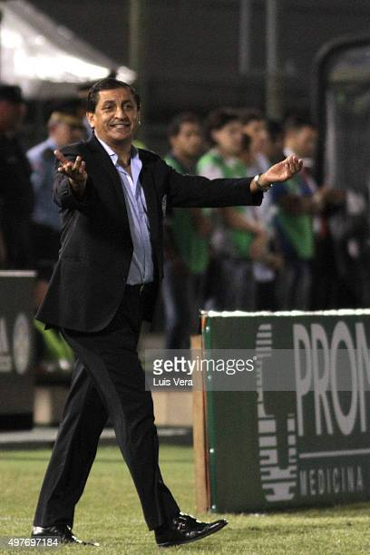 Ramon Diaz head coach of Paraguay reacts during a match between Paraguay and Bolivia as part of FIFA 2018 World Cup Qualifiers at Defensores del...