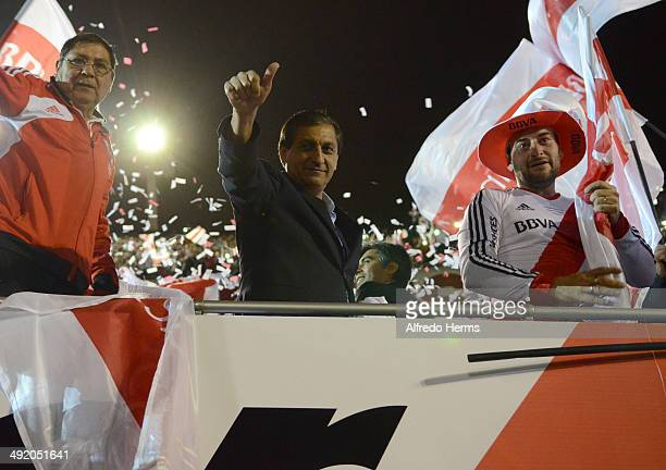 Ramon Diaz head coach of River Plate celebrates at the end of Torneo Final 2014 as part of 19th round of Torneo Final 2014 at Monumental Antonio...