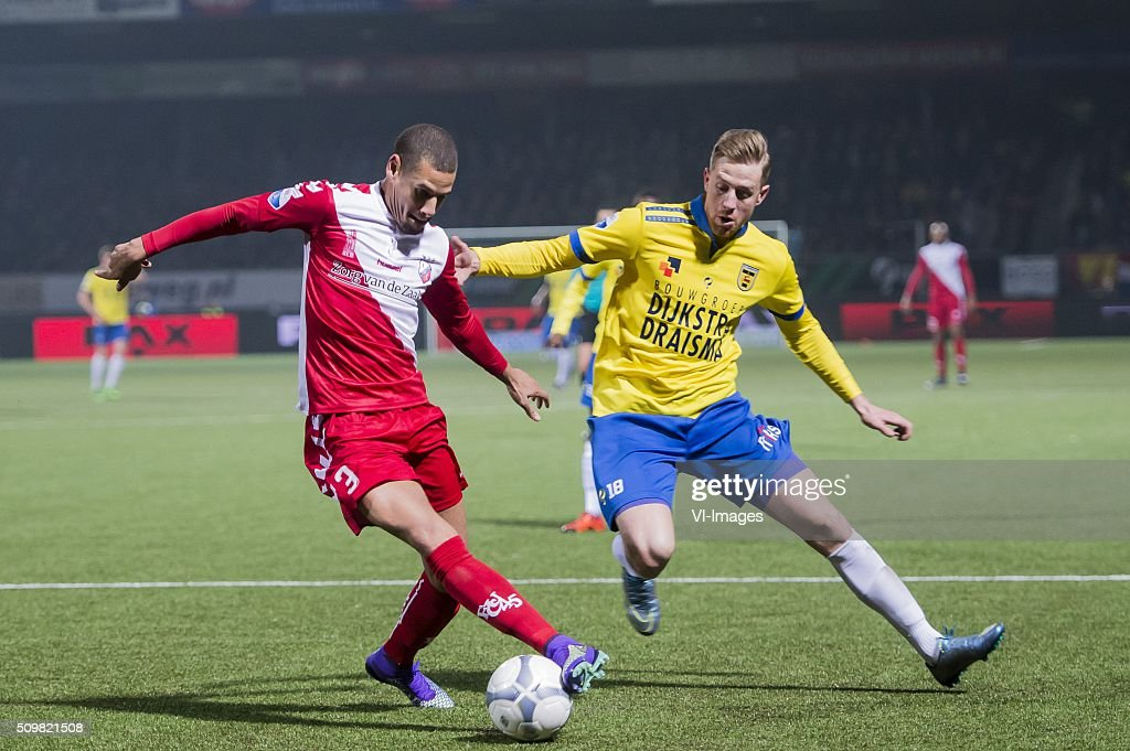 Ramon Leeuwin of FC Utrecht, Kevin van Veen of SC Cambuur Leeuwarden during the Dutch Eredivisie match between SC Cambuur Leeuwarden and FC Utrecht at the Cambuur Stadium on February 12, 2016 in Leeuwarden, The Netherlands