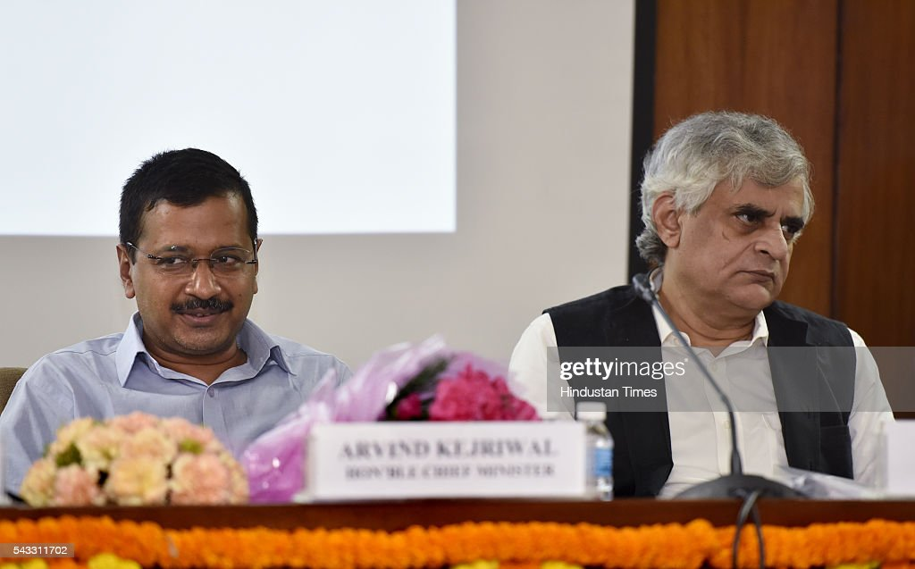 Ramon Magsaysay Awardee and senior journalist P Sainath delivers a lecture on Water and farm crisis as Delhi Chief Minister Arvind Kejriwal looks on, at Old Secretariat on June 27, 2016 in New Delhi, India.
