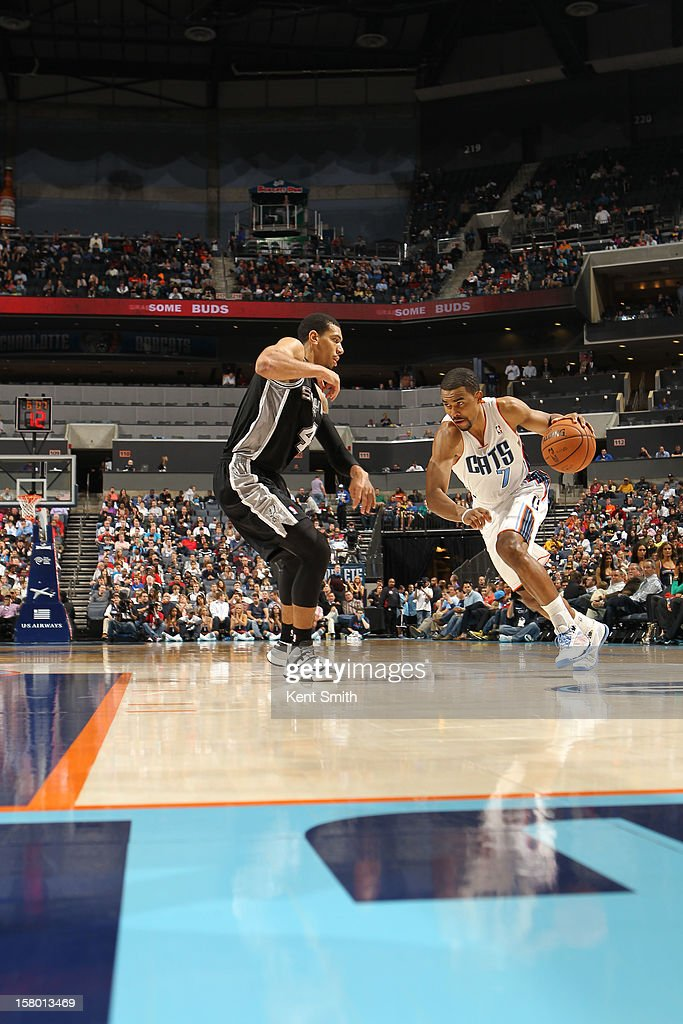 Ramon Sessions #7 of the Charlotte Bobcats drives against Danny Green #4 of the San Antonio Spurs at the Time Warner Cable Arena on December 8, 2012 in Charlotte, North Carolina.
