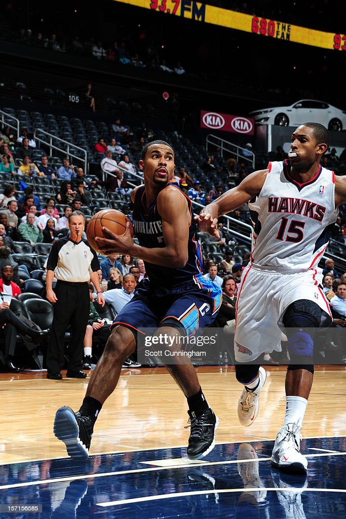 <a gi-track='captionPersonalityLinkClicked' href=/galleries/search?phrase=Ramon+Sessions&family=editorial&specificpeople=805440 ng-click='$event.stopPropagation()'>Ramon Sessions</a> #7 of the Charlotte Bobcats drives to the basket against <a gi-track='captionPersonalityLinkClicked' href=/galleries/search?phrase=Al+Horford&family=editorial&specificpeople=699030 ng-click='$event.stopPropagation()'>Al Horford</a> #15 of the Atlanta Hawks at Philips Arena on November 28, 2012 in Atlanta, Georgia.
