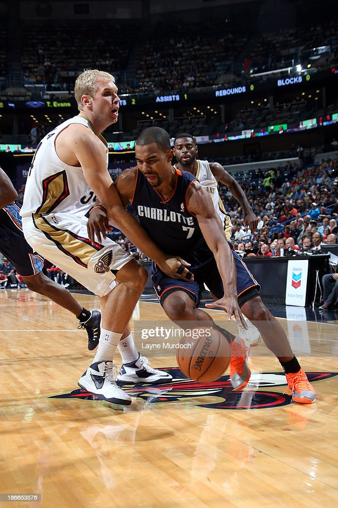 Ramon Sessions of the Charlotte Bobcats drives to the basket against Greg Stiemsma of the New Orleans Pelicans on November 2 2013 at the New Orleans...