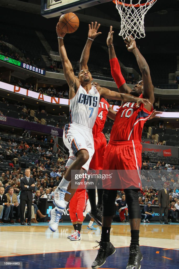 Ramon Sessions #7 of the Charlotte Bobcats shoots against Johan Petro #10 of the Atlanta Hawks at the Time Warner Cable Arena on January 23, 2013 in Charlotte, North Carolina.