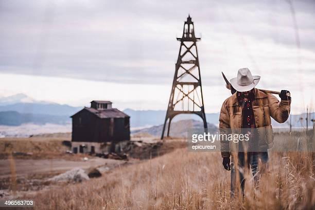 Rancher vous mènera jusqu'au champ de pioche ouest des montagnes au loin