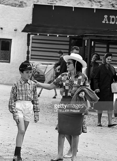 Ranches For Tourism And Recreation In France En France le 20 juin 1966 dans un ranch reconstitué à Etrechy en Essonne des visiteurs un enfant avec la...