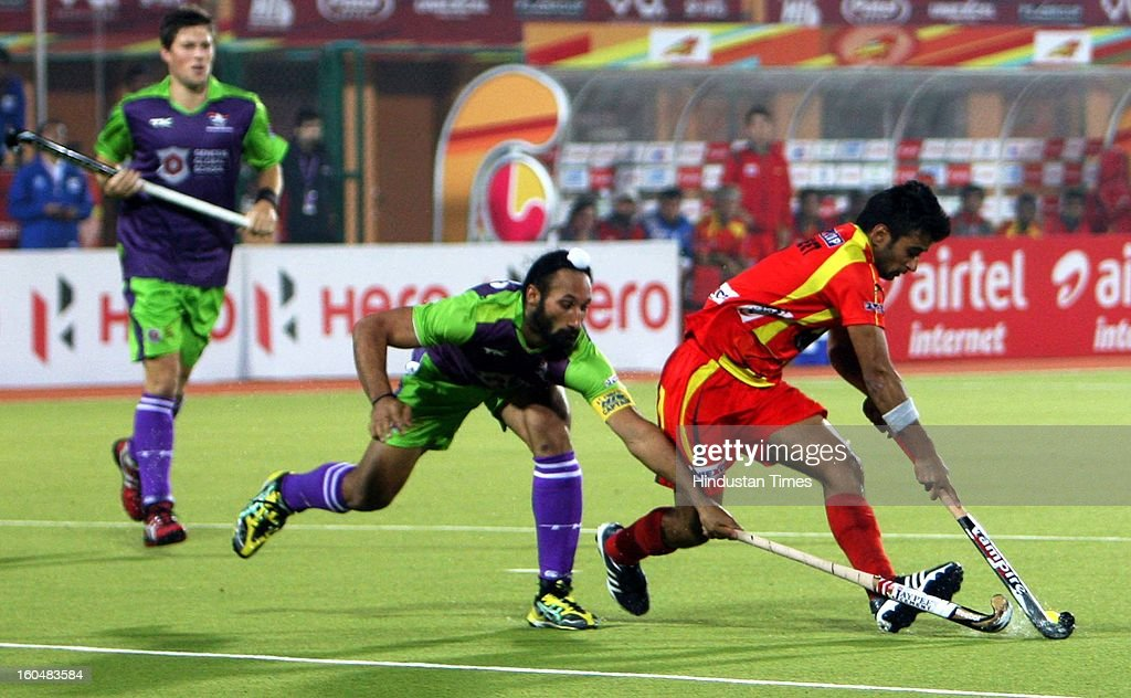Ranchi Rhinos (red) and Delhi Waveriders (Green) team in action during the Hockey India Leauge (HIL) match at Astro Turf Stadium, on February 1, 2013 in Ranchi, India.