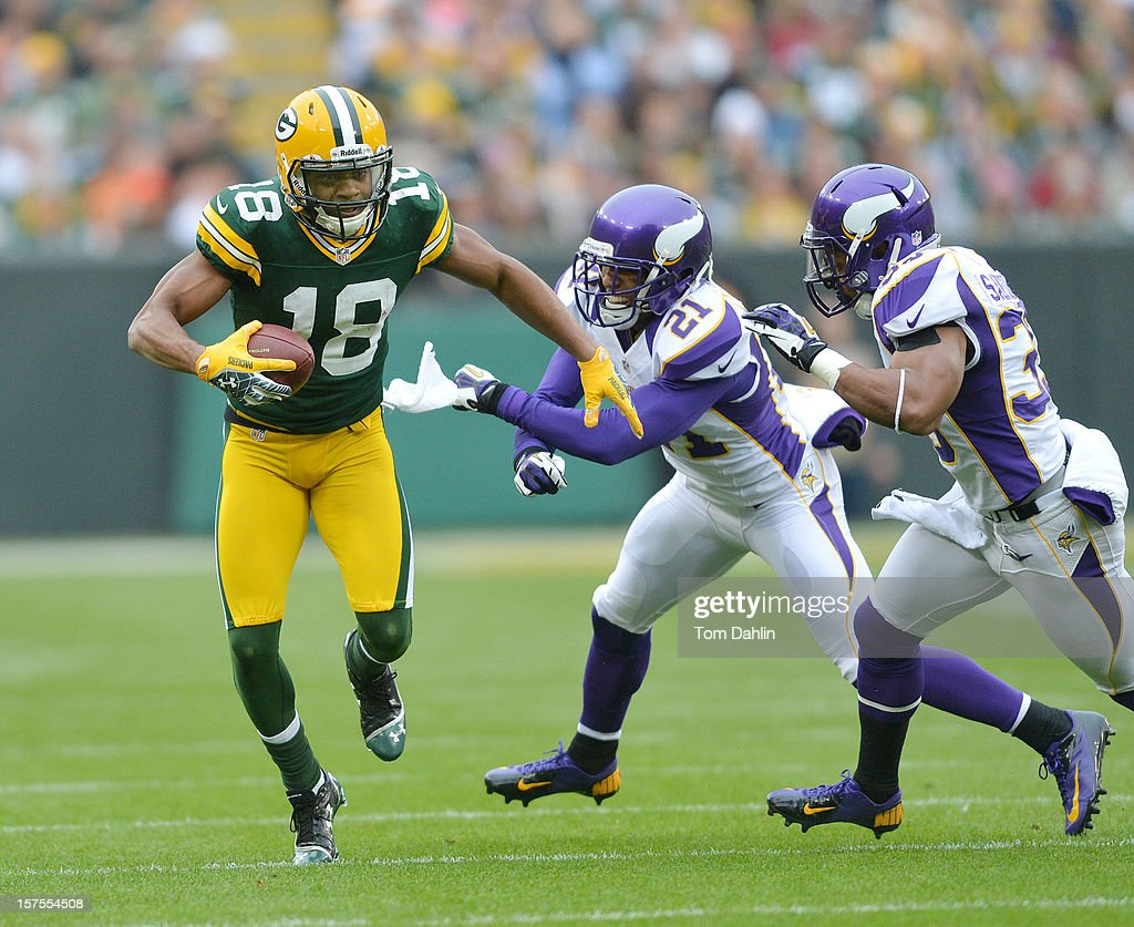Randall Cobb #18 of the Green Bay Packers carries the ball during an NFL game against the Minnesota Vikings at Lambeau Field on December 2, 2012 in Green Bay, Wisconsin.