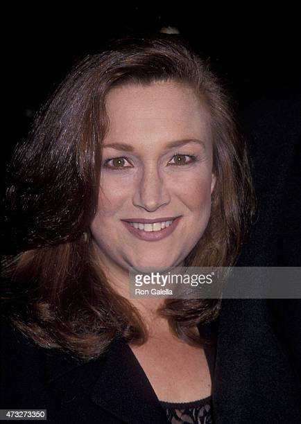 Randi Singer attends the premiere of 'Mrs Doubtfire' on November 22 1993 at the Academy Theater in Beverly Hills California