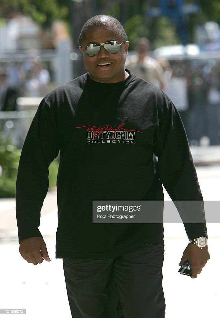Randy Jackson arrives to Santa Barbara County Courthouse in Santa Maria June 6 2005. Jurors began their first full day of deliberations in Michael Jackson's child molestation trial.