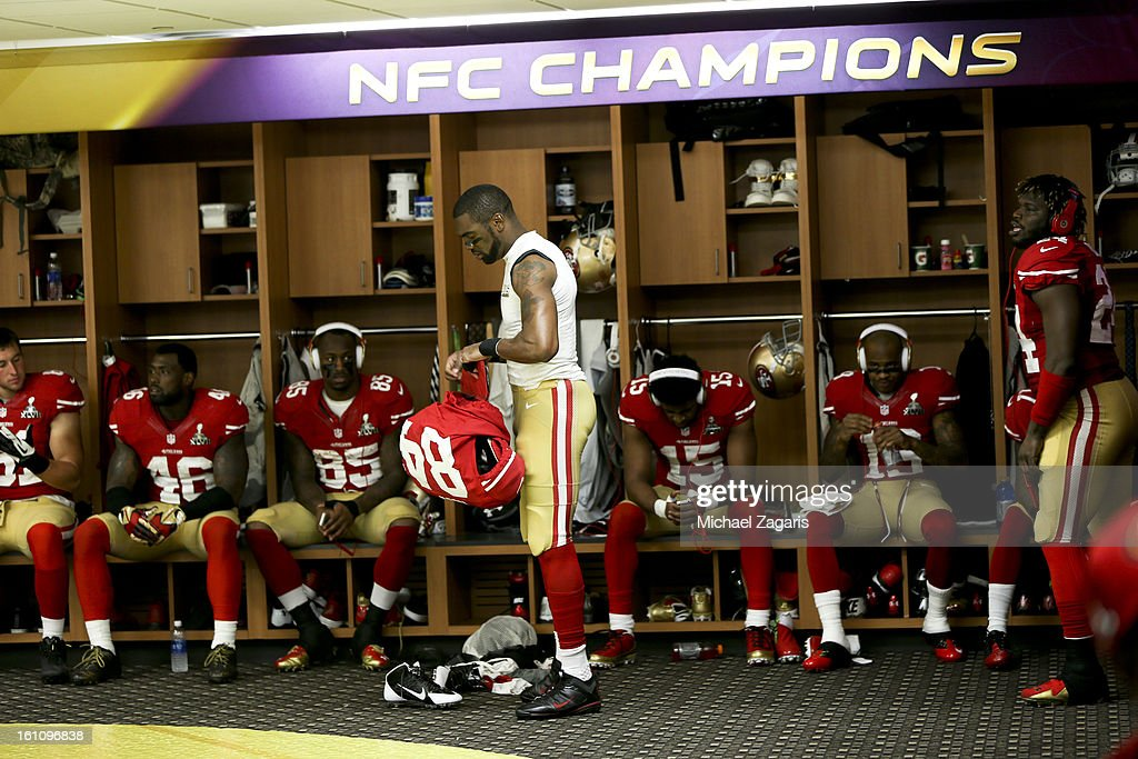 Randy Moss #84 of the San Francisco 49ers stands in the locker room at halftime of Super Bowl XLVII against the Baltimore Ravens at the Mercedes-Benz Superdome on February 3, 2013 in New Orleans, Louisiana. The Ravens won 34-31.