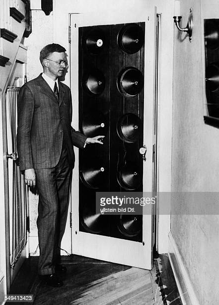 Ranger Richard Howard Inventor USA *13061889 with the so called Rangertone Organ an electronic musical instrument which uses speakers instead of...