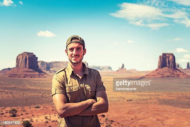 Ranger Lächeln auf dem Tribal-Park-Monument valley