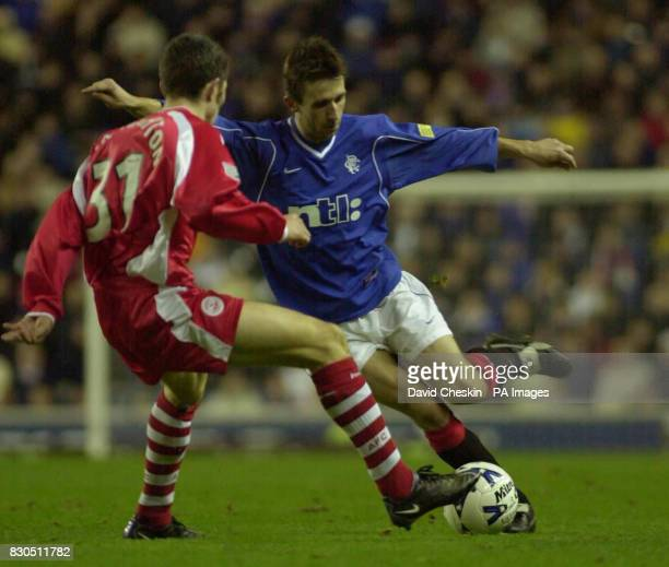 Rangers Neil McCann battles with Aberdeens Kevin McNaughton during the Scottish Premier league football match at the Ibrox stadium in Glasgow