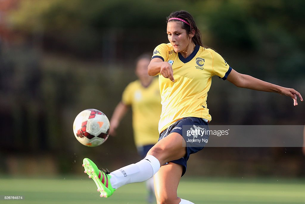 Rani Cavarretta of the Mariners kicks the ball during the NPL 1 NSW Womens match between North Shore Mariners and Illawarra Stingrays at Northbridge Oval on May 1, 2016 in Sydney, Australia.