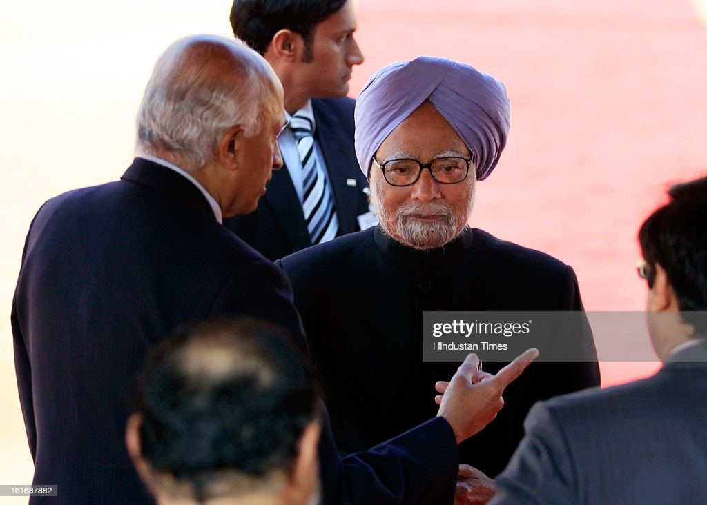 Ranjan Mathai Foreign Secretary briefs Prime Minister Manmohan Singh during a ceremonial reception accorded to French President Francois Hollande at the Rashtrapati Bhawan on February 14, 2013 in New Delhi, India.