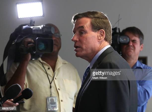 Ranking member Sen Mark Warner speaks to the media before attending a SenateÊSelectÊCommitteeÊonÊIntelligence closed door meeting at the US Capitol...