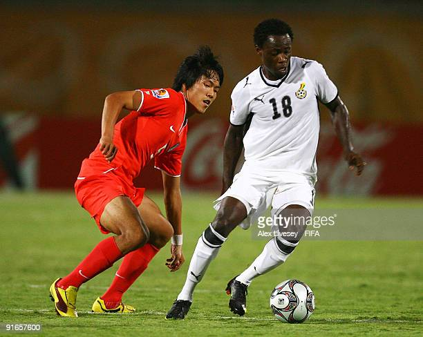 Ransford Osei of Ghana beats Kim Young Gwon of Korea Republic during the FIFA U20 World Cup Quarter Final match between Korea Republic and Ghana at...