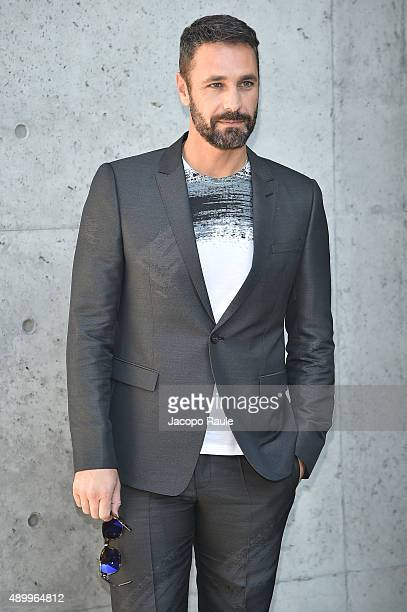 Raoul Bova arrives at the Emporio Armani show during the Milan Fashion Week Spring/Summer 2016 on September 25 2015 in Milan Italy