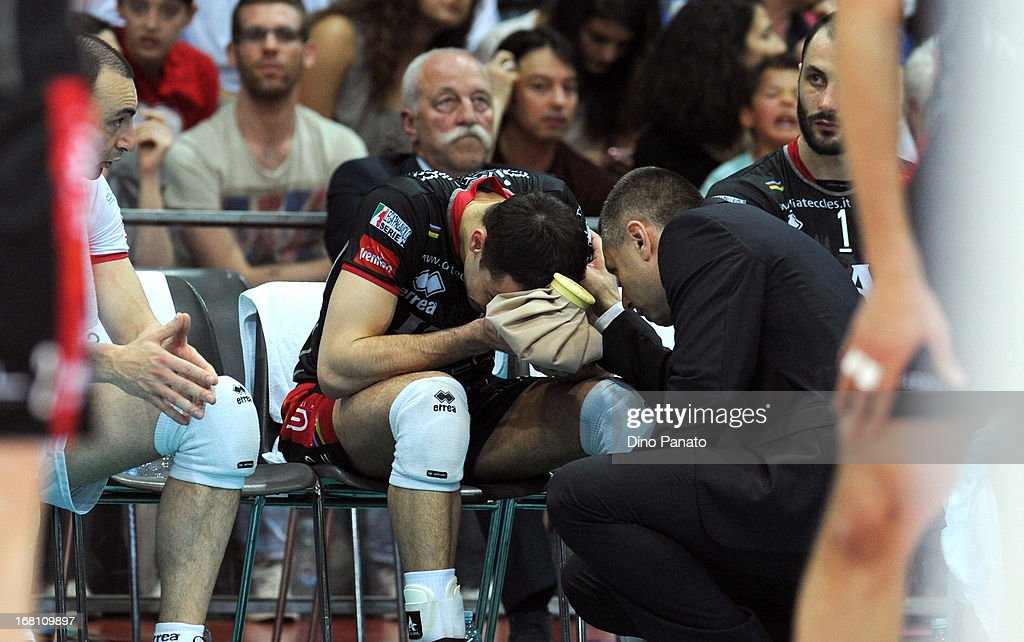 Raphael Vieira de Oliveira of Itas Diatec Trentino receives treatment for a head injury to Radostin Stoytchev head coach of Itas Diatec Trentino during game 4 of Playoffs Finals between Copra Elior Piacenza and Itas Diatec Trento at Palabanca on May 5, 2013 in Piacenza, Italy.
