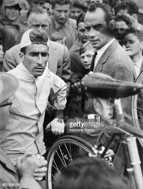 Raphaël Géminiani 5ème lors de la 1ère étape du 21ème Tour de Suisse avec Hugo Koblet en Suisse