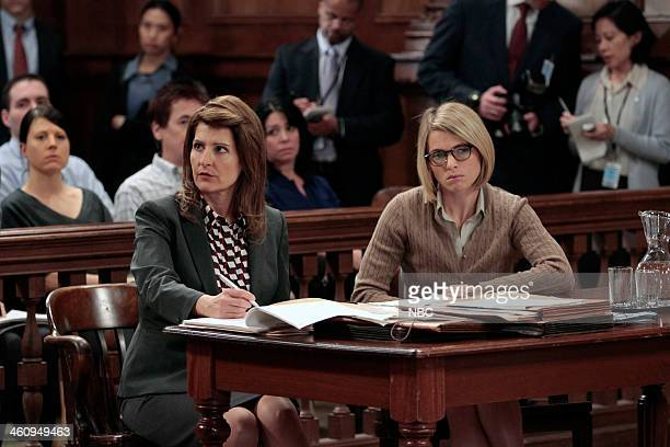 UNIT 'Rapist Anonymous' Episode 1509 Pictured Nia Vardalos as Counselor Minonna Efron Amy Seimetz as Lena Olson