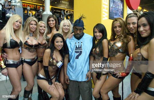 Rapper Coolio and a group of exhibit girls pose for a photograph at the entrance to the 2005 Electronic Entertainment Expo at the Los Angeles...
