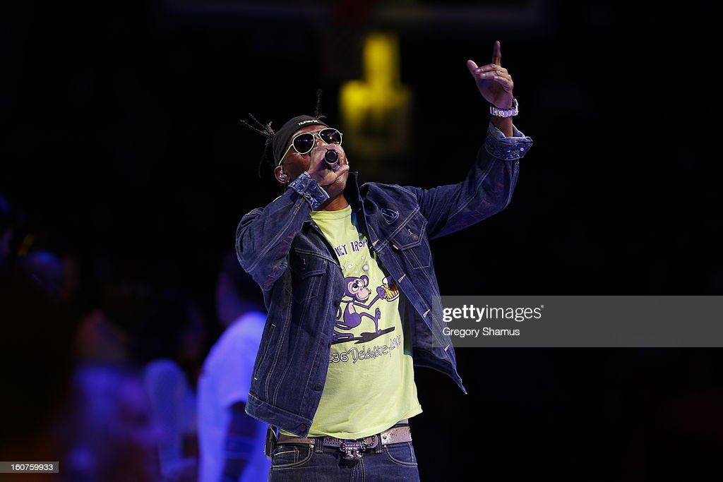 Rapper <a gi-track='captionPersonalityLinkClicked' href=/galleries/search?phrase=Coolio&family=editorial&specificpeople=240463 ng-click='$event.stopPropagation()'>Coolio</a> performs during the game between the Detroit Pistons and Los Angeles Lakers on February 3, 2013 at The Palace of Auburn Hills in Auburn Hills, Michigan.