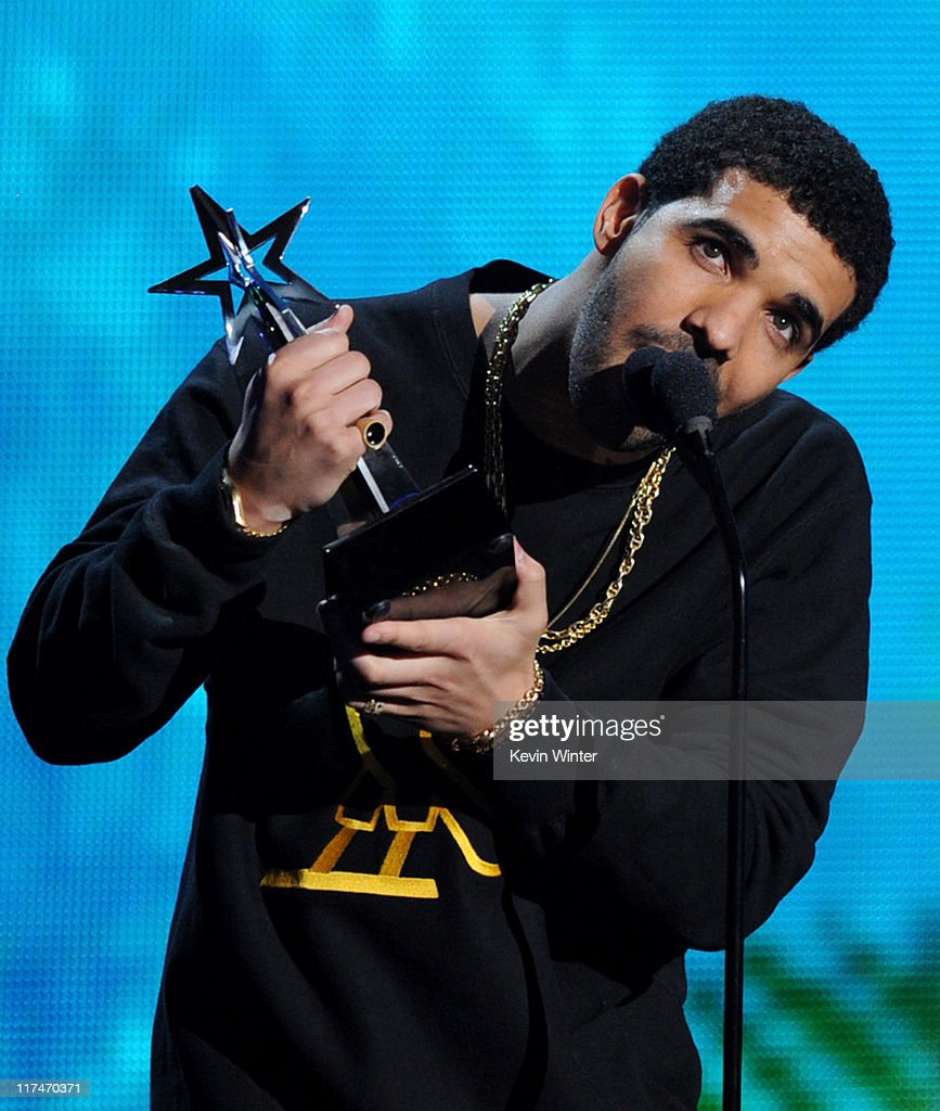 Rapper <a gi-track='captionPersonalityLinkClicked' href=/galleries/search?phrase=Drake+-+Artista&family=editorial&specificpeople=6927008 ng-click='$event.stopPropagation()'>Drake</a> accepts the Coca Cola Viewers' Choice Award onstage during the BET Awards '11 held at the Shrine Auditorium on June 26, 2011 in Los Angeles, California.