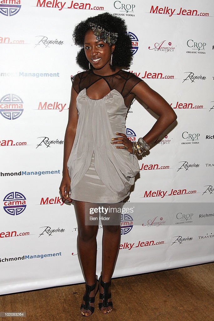 Rapper Elle Vie attends the 3rd annual Geminis Give Back at 1OAK on June 13, 2010 in New York City.