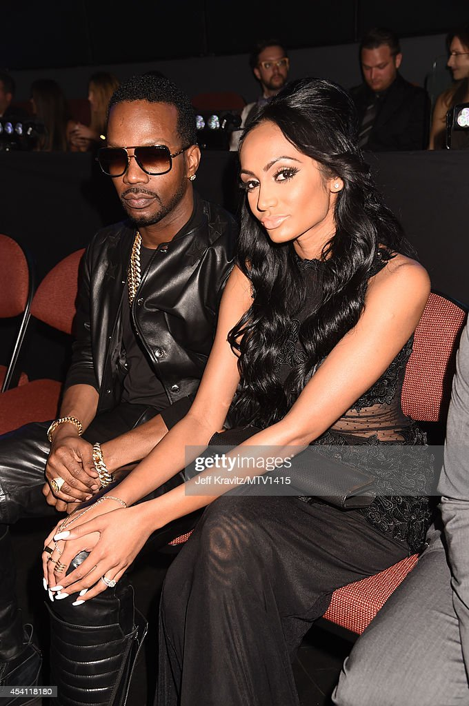 Rapper <a gi-track='captionPersonalityLinkClicked' href=/galleries/search?phrase=Juicy+J&family=editorial&specificpeople=698028 ng-click='$event.stopPropagation()'>Juicy J</a> (L) and guest attend the 2014 MTV Video Music Awards at The Forum on August 24, 2014 in Inglewood, California.