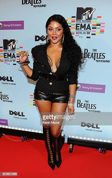 Rapper Lil Kim arrives for the 2009 MTV Europe Music Awards held at the O2 Arena on November 5 2009 in Berlin Germany