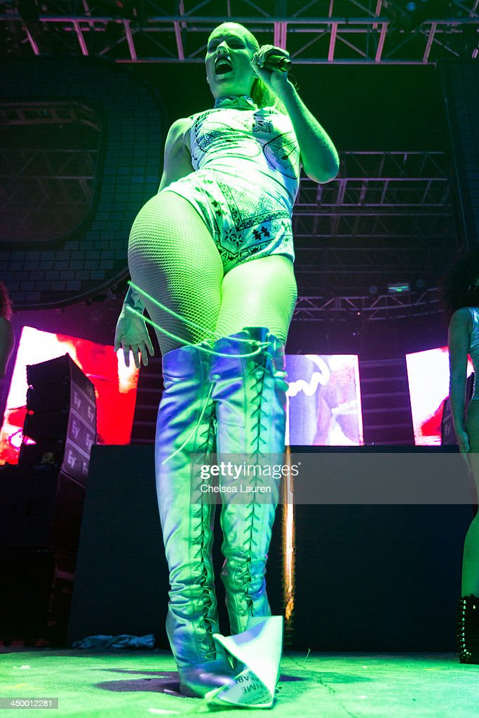 Rapper / model <a gi-track='captionPersonalityLinkClicked' href=/galleries/search?phrase=Iggy+Azalea&family=editorial&specificpeople=8558263 ng-click='$event.stopPropagation()'>Iggy Azalea</a> performs during the Aokify America tour at The Shrine Expo Hall on November 15, 2013 in Los Angeles, California.