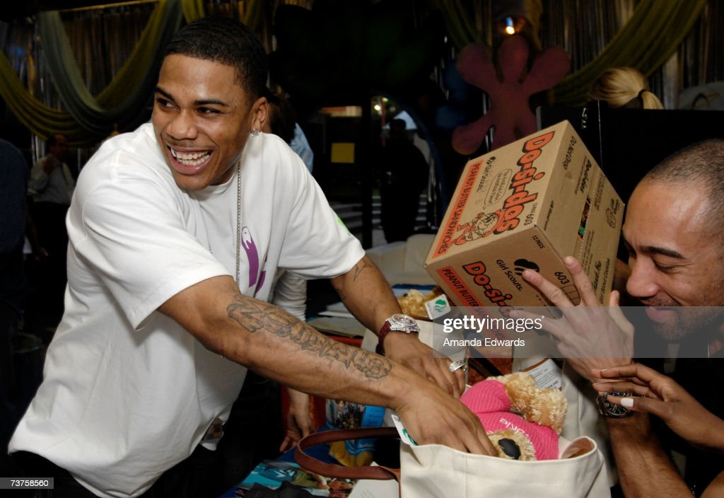 Rapper Nelly puts gifts in his bag in the Distinctive Assets gift lounge during the 20th annual Kid's Choice Awards at Pauley Pavilion on March 31...