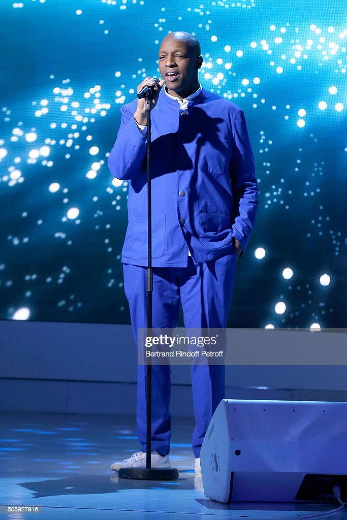 Rapper Oxmo Puccino performs during the 'Vivement Dimanche' French TV Show at Pavillon Gabriel on January 20, 2016 in Paris, France.