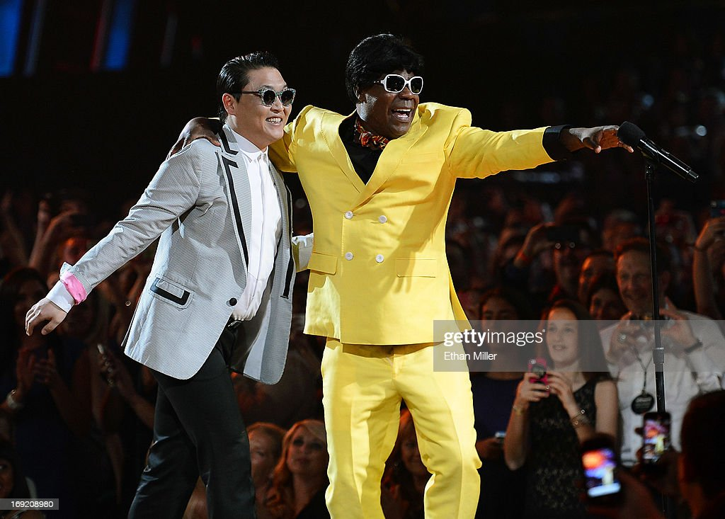 Rapper Psy (L) and actor/comedian Tracy Morgan joke around at the 2013 Billboard Music Awards at the MGM Grand Garden Arena on May 19, 2013 in Las Vegas, Nevada.