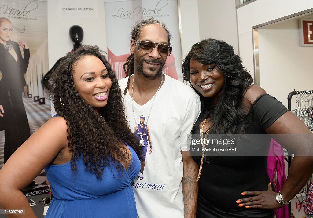 Rapper <a gi-track='captionPersonalityLinkClicked' href=/galleries/search?phrase=Snoop+Dogg&family=editorial&specificpeople=175943 ng-click='$event.stopPropagation()'>Snoop Dogg</a> (C) attends the BETX gifting suite during the 2016 BET Experience on June 25, 2016 in Los Angeles, California.