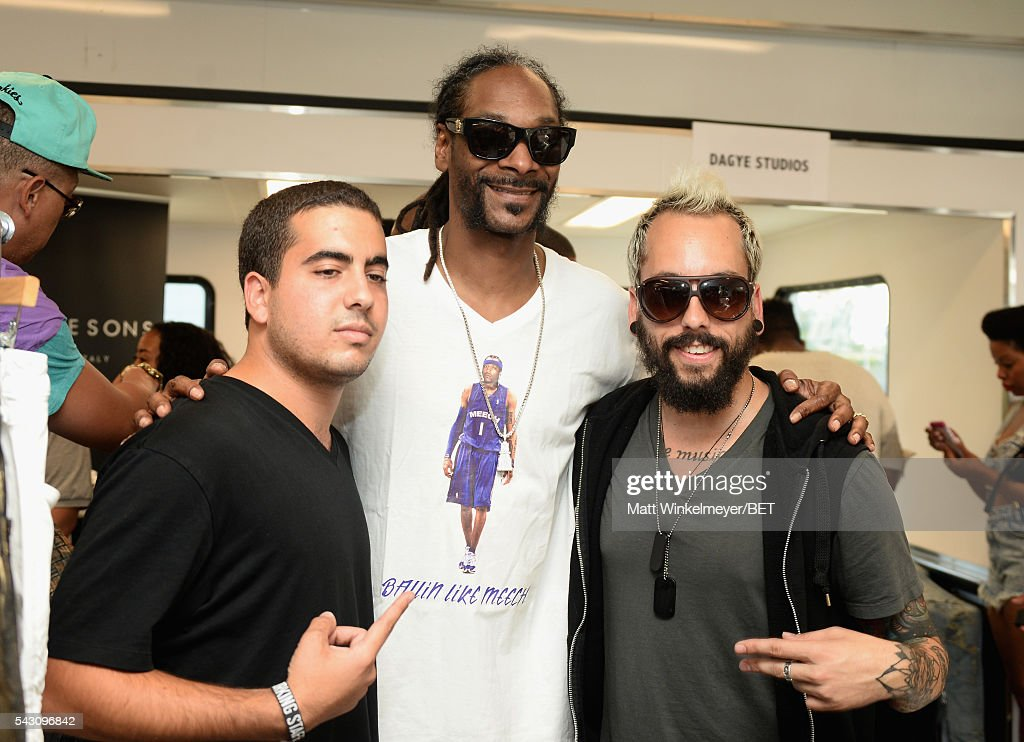 Rapper <a gi-track='captionPersonalityLinkClicked' href=/galleries/search?phrase=Snoop+Dogg&family=editorial&specificpeople=175943 ng-click='$event.stopPropagation()'>Snoop Dogg</a> (C) greets fans at the BETX gifting suite during the 2016 BET Experience on June 25, 2016 in Los Angeles, California.