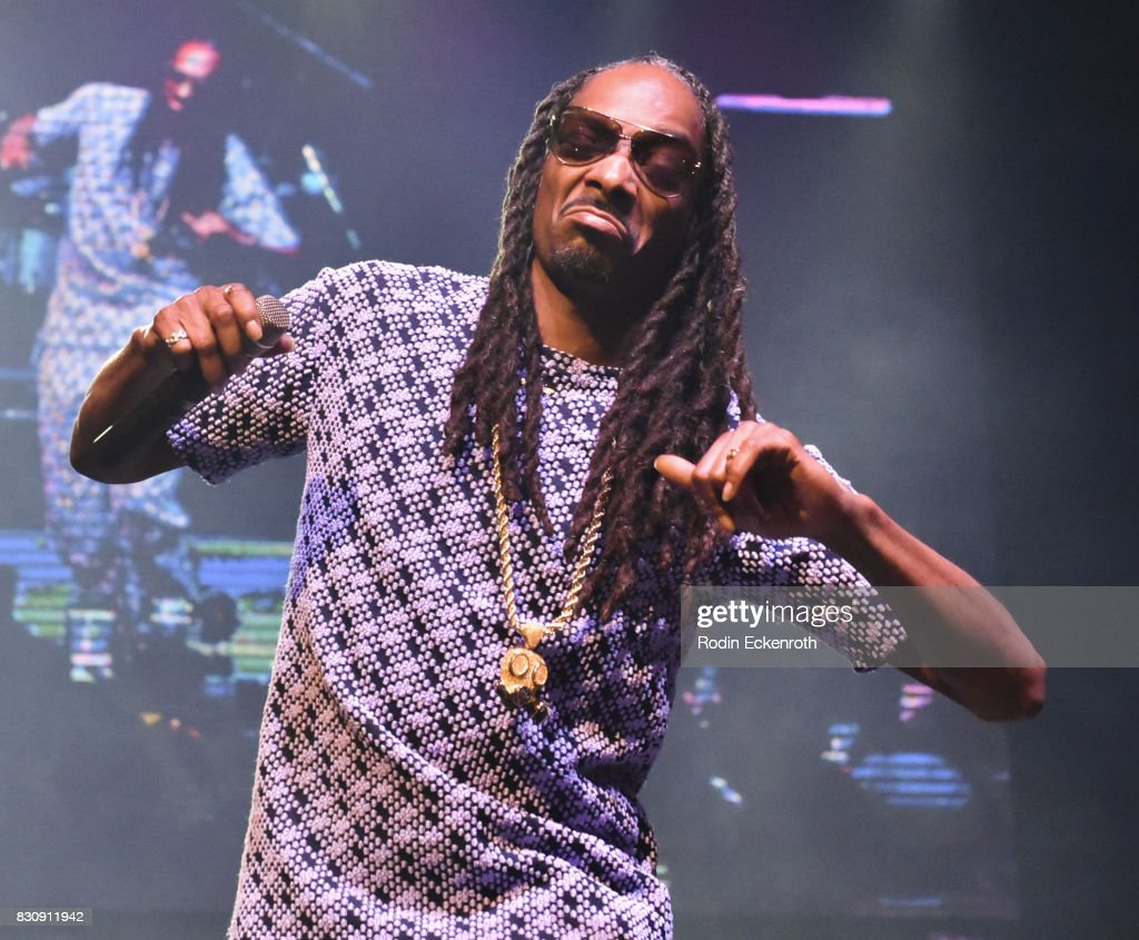 Rapper Snoop Dogg performs onstage at SU Magazine's 17th Anniversary Celebration at Avalon on August 12, 2017 in Hollywood, California.