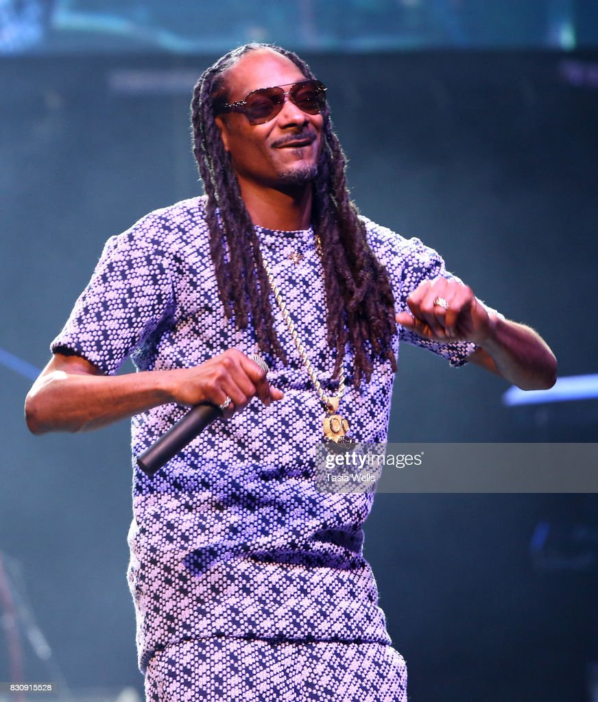 Rapper Snoop Dogg performs onstage at SU Magazine's 17th Anniversary Celebration on August 12, 2017 in Hollywood, California.