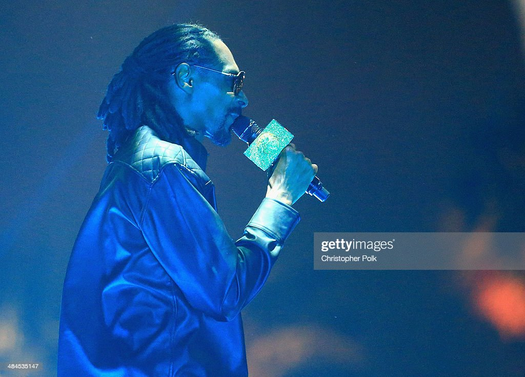 Rapper <a gi-track='captionPersonalityLinkClicked' href=/galleries/search?phrase=Snoop+Dogg&family=editorial&specificpeople=175943 ng-click='$event.stopPropagation()'>Snoop Dogg</a> performs onstage during day 2 of the 2014 Coachella Valley Music & Arts Festival at the Empire Polo Club on April 12, 2014 in Indio, California.