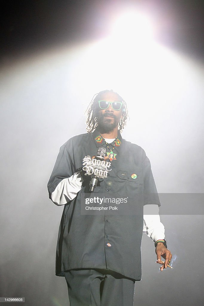 Rapper <a gi-track='captionPersonalityLinkClicked' href=/galleries/search?phrase=Snoop+Dogg&family=editorial&specificpeople=175943 ng-click='$event.stopPropagation()'>Snoop Dogg</a> performs onstage during day 3 of the 2012 Coachella Valley Music & Arts Festival at the Empire Polo Field on April 15, 2012 in Indio, California.