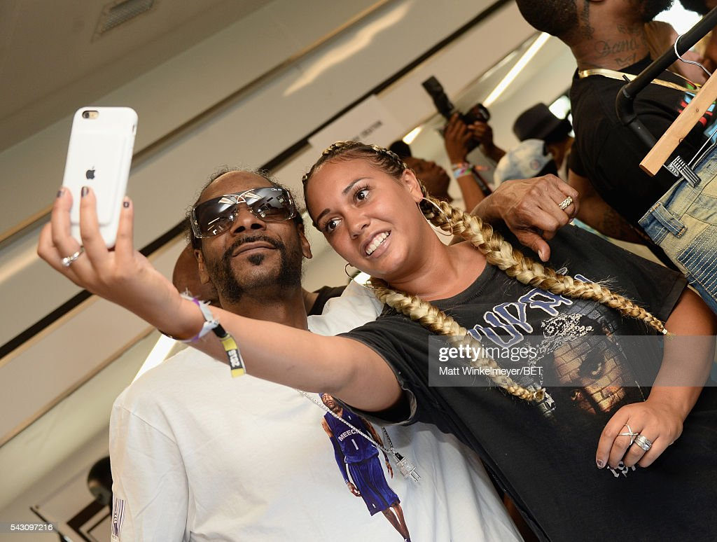 Rapper <a gi-track='captionPersonalityLinkClicked' href=/galleries/search?phrase=Snoop+Dogg&family=editorial&specificpeople=175943 ng-click='$event.stopPropagation()'>Snoop Dogg</a> (L) poses for a selfie with a fan at the BETX gifting suite during the 2016 BET Experience on June 25, 2016 in Los Angeles, California.