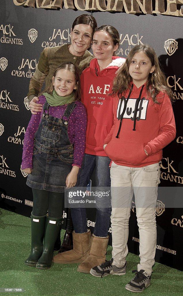 Raquel Sanchez Silva (2L) attends 'Jack el Caza Gigantes' premiere photocall at Kinepolis cinema on March 13, 2013 in Madrid, Spain.
