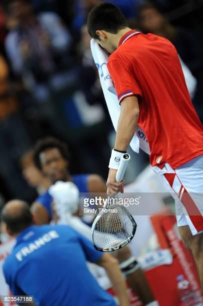 Raquette brisee Novak Djokovic 3e simple France / Serbie Finale Coupe Davis 2010 Belgrade Serbie