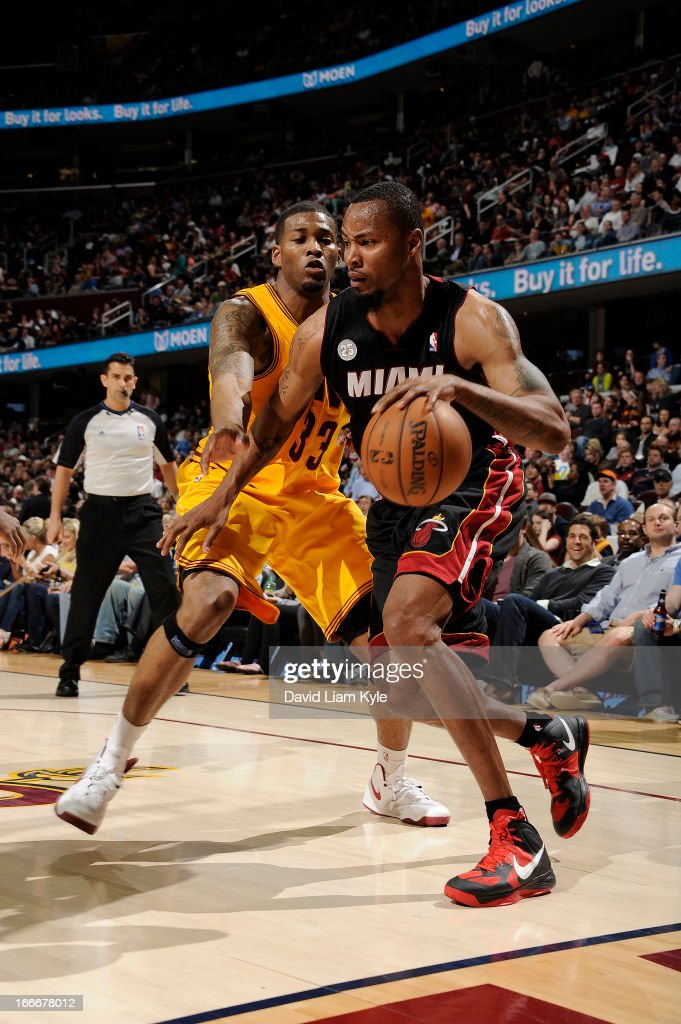 Rashard Lewis #9 of the Miami Heat drives to the hoop against Alonzo Gee #33 of the Cleveland Cavaliers at The Quicken Loans Arena on April 15, 2013 in Cleveland, Ohio.