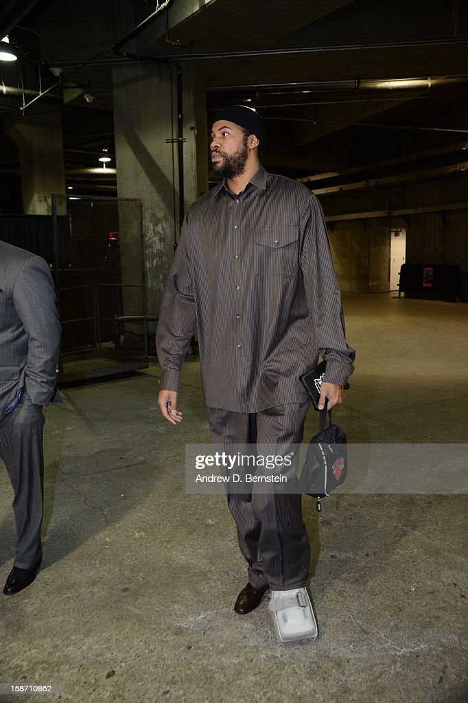 Rasheed Wallace #36 of the New York Knicks arrives at the arena before taking on the Los Angeles Lakers at Staples Center on December 25, 2012 in Los Angeles, California.