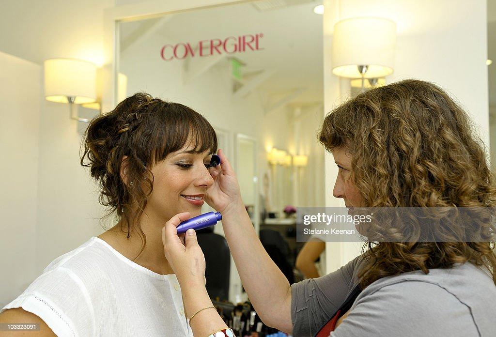 Rashida Jones Makeup covergirl beauty salon with celebrity makeup artist molly r. stern