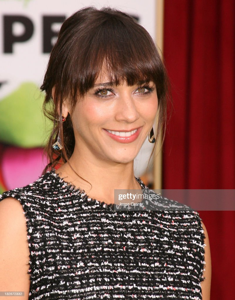 Rashida Jones attends 'The Muppet' Los Angeles Premiere at the El Capitan Theatre on November 12, 2011 in Hollywood, California.