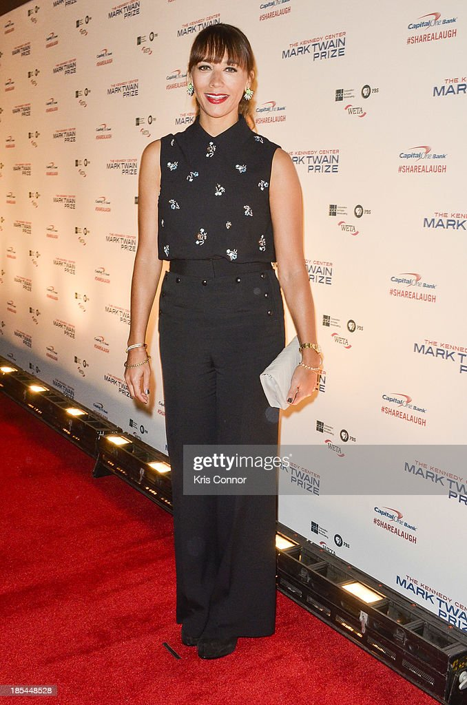 <a gi-track='captionPersonalityLinkClicked' href=/galleries/search?phrase=Rashida+Jones&family=editorial&specificpeople=2133481 ng-click='$event.stopPropagation()'>Rashida Jones</a> poses on the red carpet during The 16th Annual Mark Twain Prize For American Humor at John F. Kennedy Center for the Performing Arts on October 20, 2013 in Washington, DC.